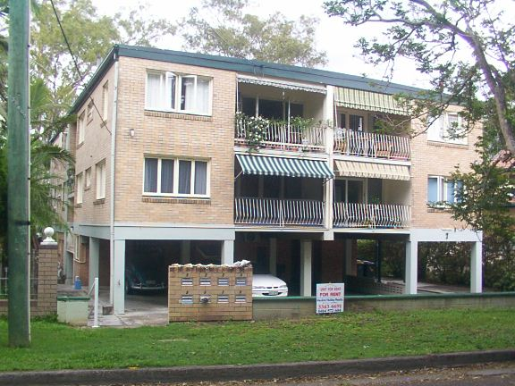 TWO BEDROOM UNIT ON THE RIVER. HANDY TO SCHOOL, SHOPS AND TRANSPORT. $350/WK.  SORRY NO PETS