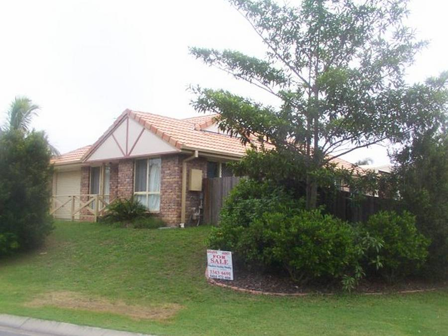 3 BEDROOM, MODERN KITCHEN, AIR CONDITIONING TO LOUNGE & MAIN BEDROOM. LOCK UP GARAGE + LARGE SHED. $320,000 TO $300,000