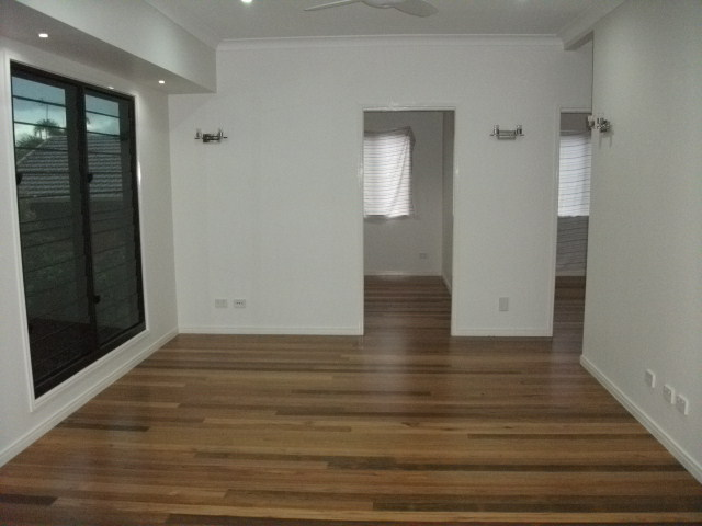 2 BEDROOM VILLA. AIR CONDITIONING, BUILT IN ROBES., VACUUM MAID, POLISHED TIMBER FLOORS AND MORE. $400/WK.