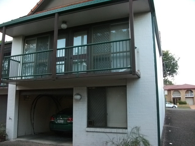 TWO BEDROOMS, HIGH CEILINGS, AIR-CON TO LOUNGE, DISHWASHER, LOCK UP GARAGE. SECURITY SCREENS. WALK TO GARDEN CITY. $370WK.