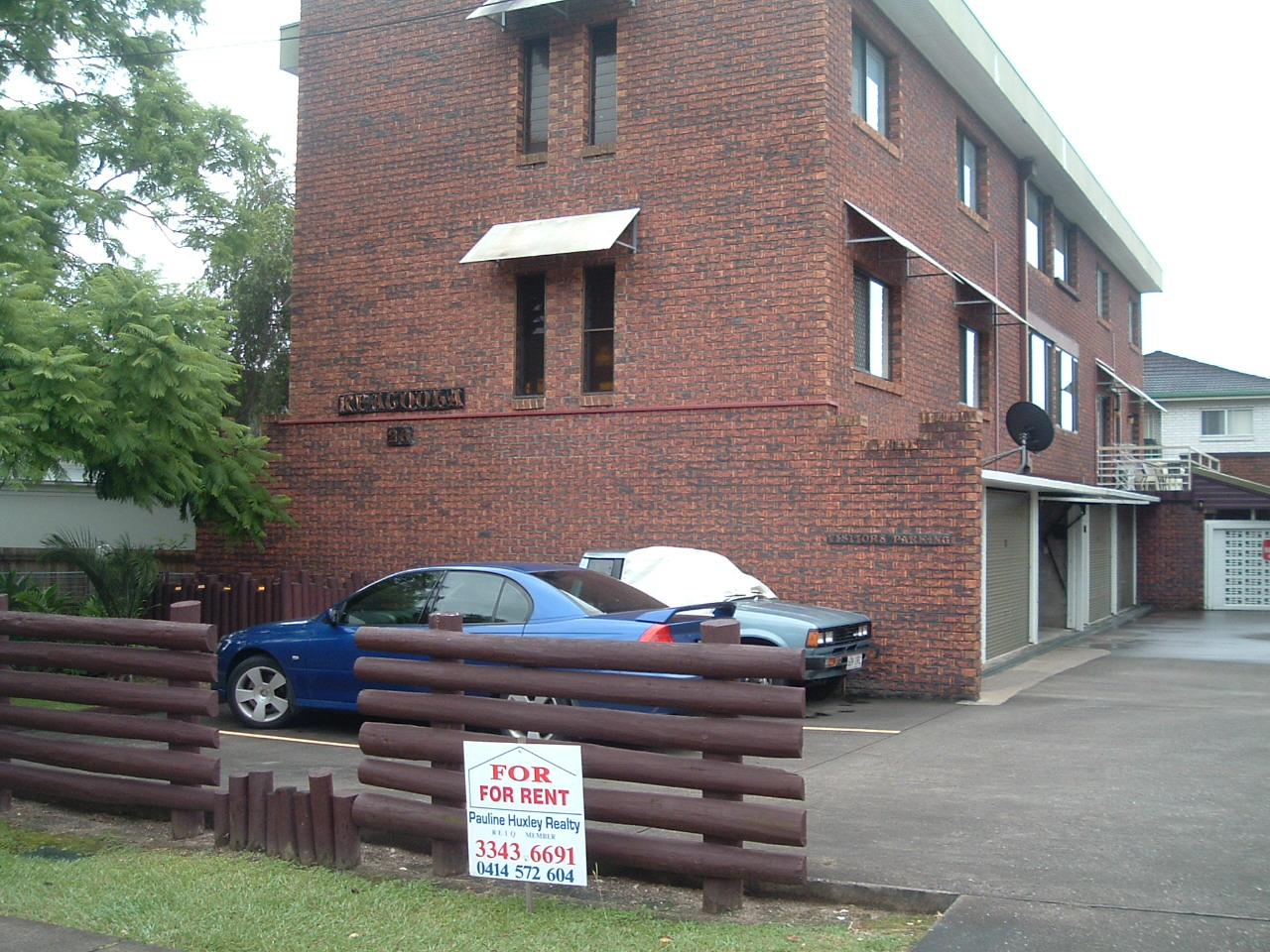 2 BEDROOM GROUND FLOOR UNIT. SINGLE LOCK UP GARAGE. WALK TO TRAIN, BUS AND SHOPS.