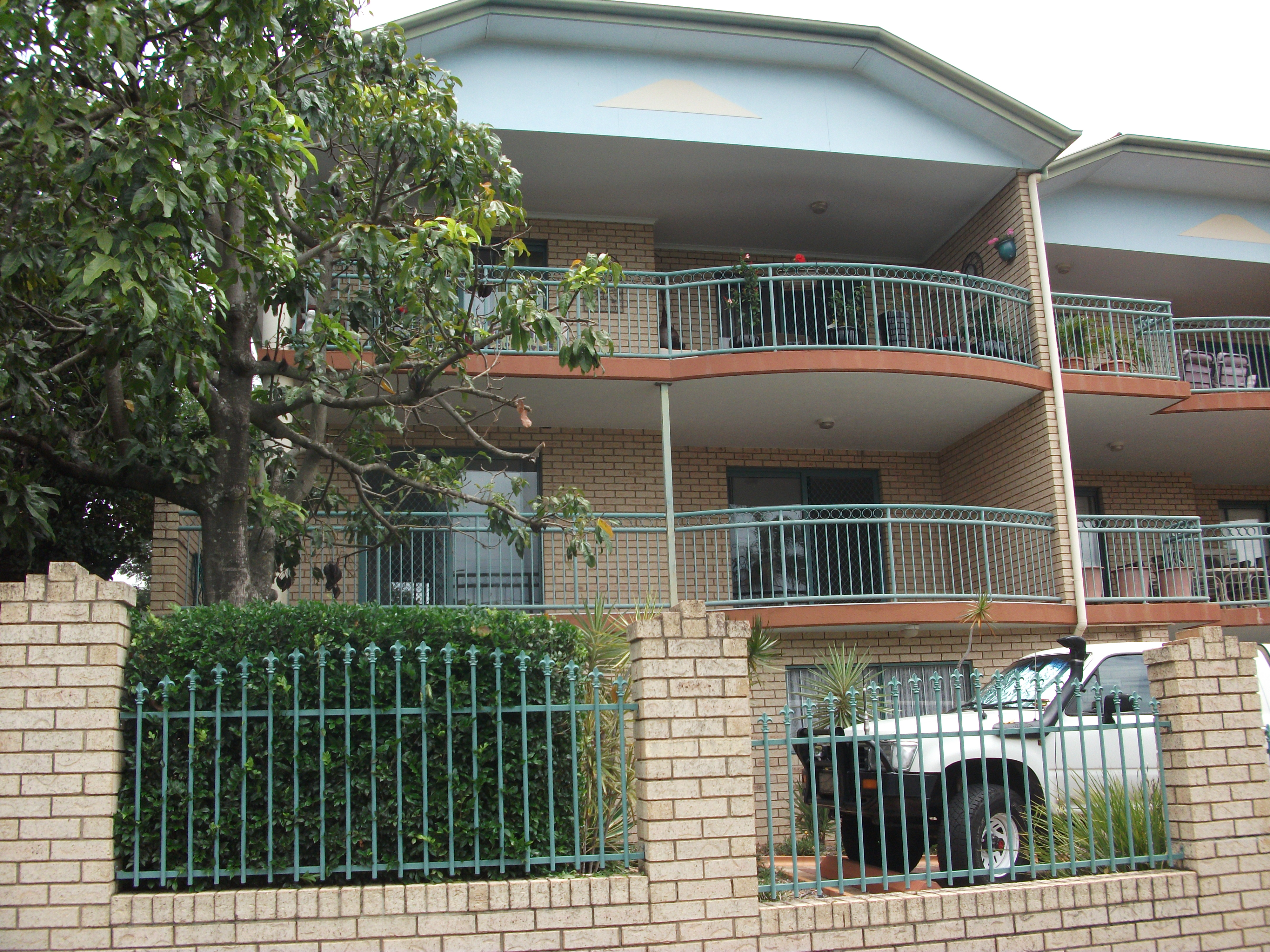 2 BED, 2 BATH, MODERN KITCHEN, TILED FLOORS.  WALK TO BUS ,SCHOOL AND PARK. $340/WK.