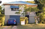 3 BEDROOM HIGHSET QUEENSLANDER VERY HANDY TO TRANSPORT AND AMENITIES.